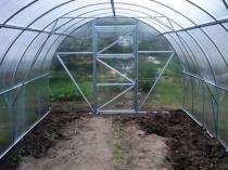 Поликарбонатная теплица арочной конструкции для дачи