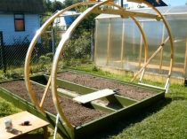 Возведение деревянного каркаса теплицы на дачном участке