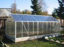 Металлическая теплица с двускатной крышей