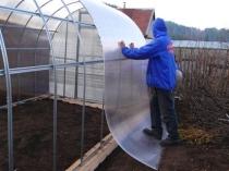 Крепление листов поликарбоната на металлокаркас теплицы
