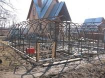 Готовый каркас с ломаной крышей для поликарбонатной теплицы