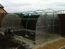 Строительство дачной теплицы из профтрубы и поликарбоната