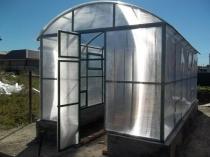 Теплица с арочной крышей из поликарбоната и профильной трубы