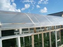 Теплица из оконных рам и поликарбонатной крышей