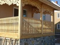 Резное деревянное крыльцо в русском стиле