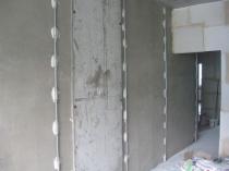 Установка маяков для выравнивания стены штукатуркой