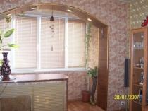 Арочный выход на балкон с сохранением подоконника