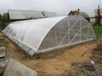 Заглубленная теплица арочной конструкции из поликарбоната