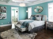 Комбинирование бирюзового белого и серого цвета в дизайне спальни