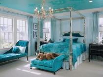 Отделка потолка спальни в тон бирюзовой мебели