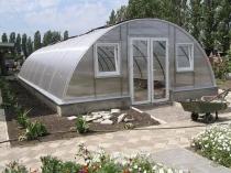 Строительство зимней поликарбонатной теплицы арочной конструкции
