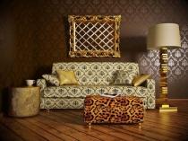 Темные с золотом обои и светлая мебель в гостиной