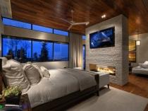 Зонирующая перегородка с камином между спальней и гостиной