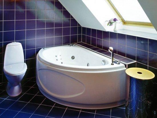 удачный вариант дизайна ванной комнаты на мансарде