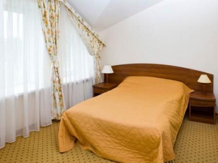 шторы для мансардной спальни