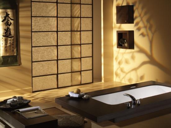 ванная комната на мансарде в японском стиле