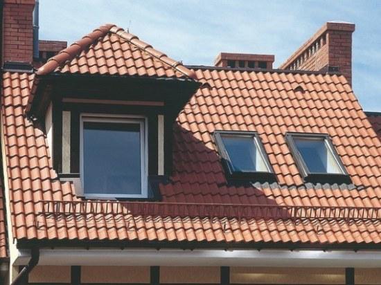 вертикальное окно в мансардной крыше