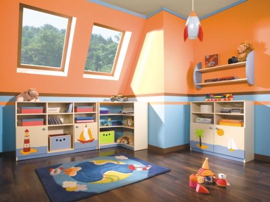 внутренний интерьер мансардной комнаты для малыша