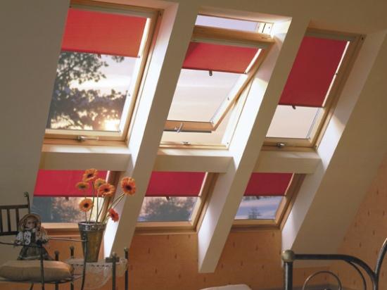 оформление мансардных окон рулонными шторами