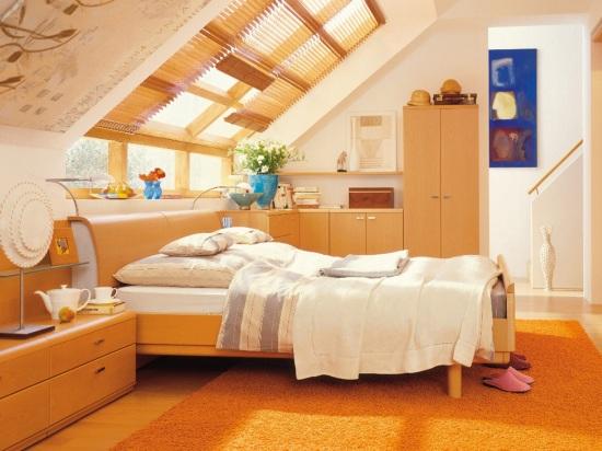 уютный и функциональный интерьер спальни на мансарде