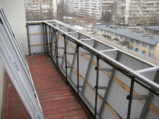 Так выглядит в процессе вынос балкона по подоконнику