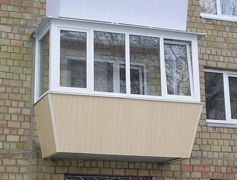 Крыша с выносом на балконе