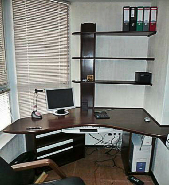 Уголовй стол для балкона сделанный на заказ