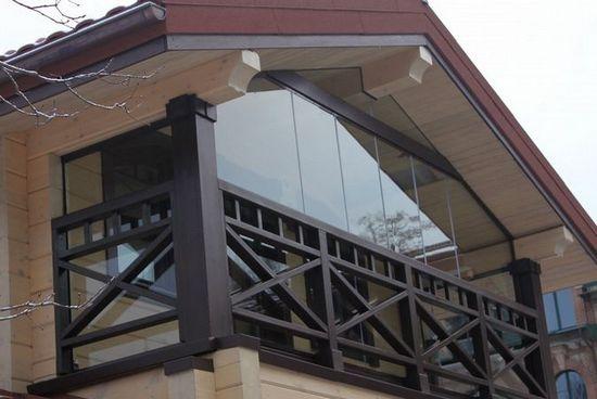 Стиль шале в оформлении балкона