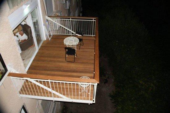 Подвесной балкон с верхним креплением
