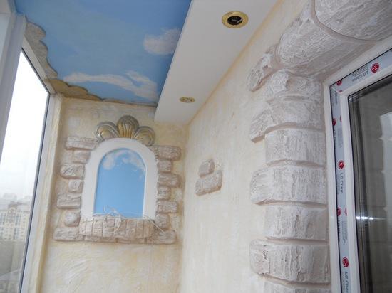 Балкон, оформленный в средневековом стиле