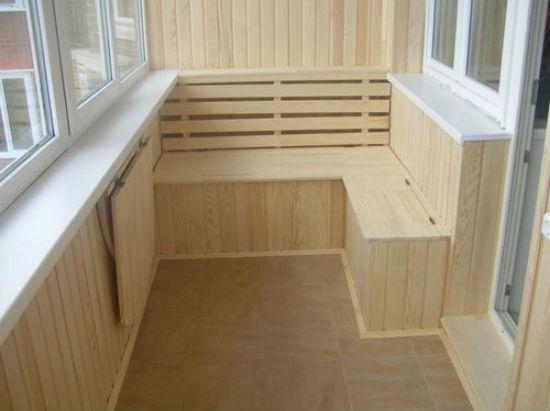 Недорогая экологически чистая мебель для балкона из вагонки