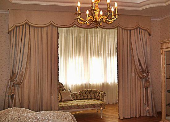 Легкий тюль на объединенном с комнатой балконом