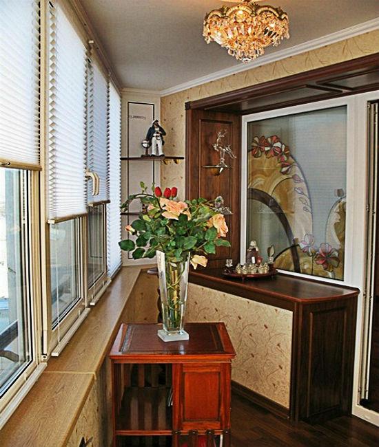 На балконе можно разместить небольшую люстру
