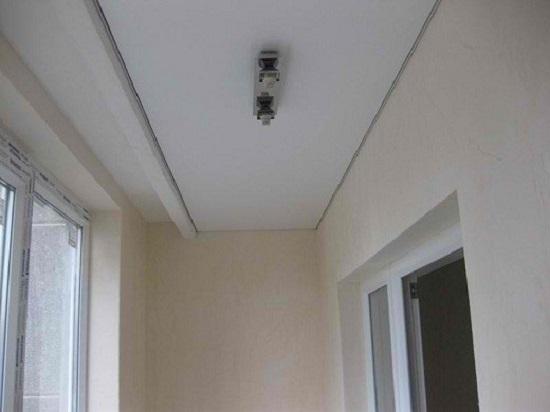 Потолок из гипсокартона на балконе или лоджии