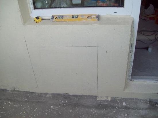 Метки на стене лоджии для радиатора