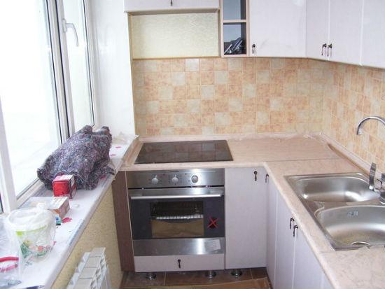 Угловая кухня на лоджии