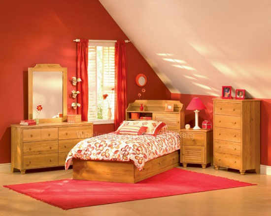 Интерьер комнаты девочки на мансарде