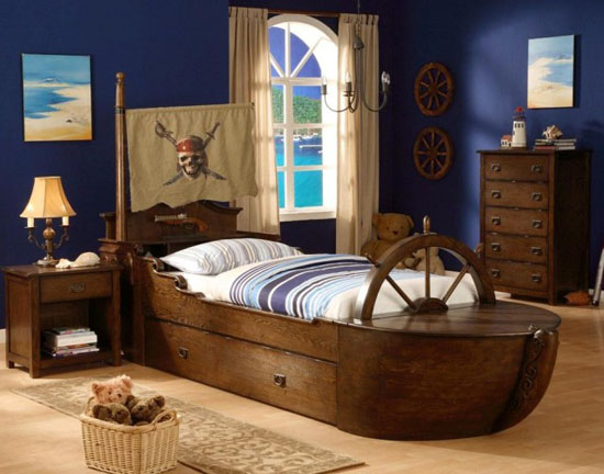 Комната мальчика в морском стиле на мансарде
