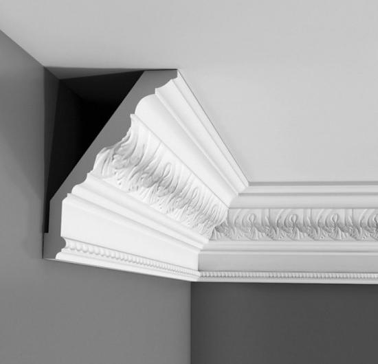 Крепление плинтуса на потолок