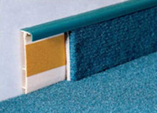 Пластиковый плинтус для ковролина