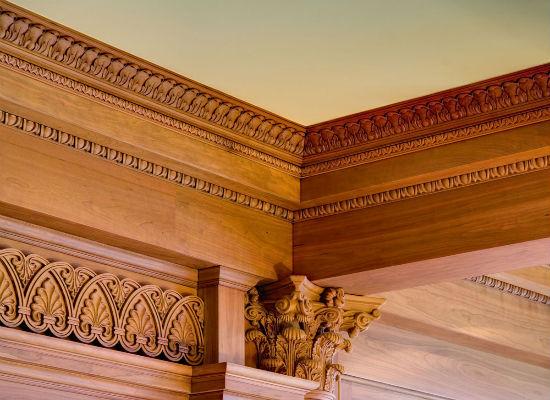 Пенополиуретановый плинтус для потолка