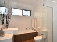 Потолочный плинтус ПВХ в ванной