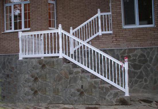 Пластиковые перила для лестницы на крыльце