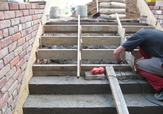 Опалубка для ремонта бетонной лестницы крыльца