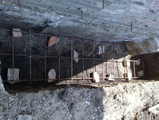 Укладка армирующего каркаса для фундамента крыльца