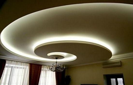 Криволинейный потолочный плинтус с подсветкой