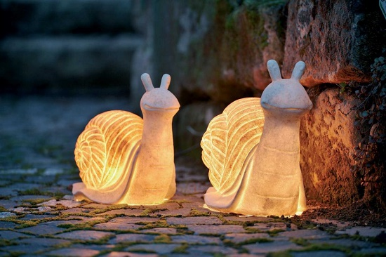 Декоративные светильники-улитки на крыльце