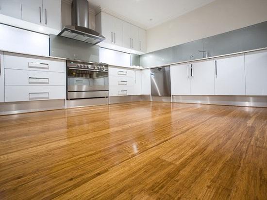 Бамбуковый паркет в кухне