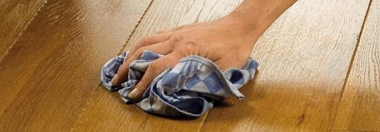 Мытье паркета хлопчатобумажной тряпкой