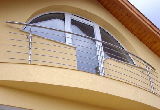Бетонный парапет балкона с нержавейкой